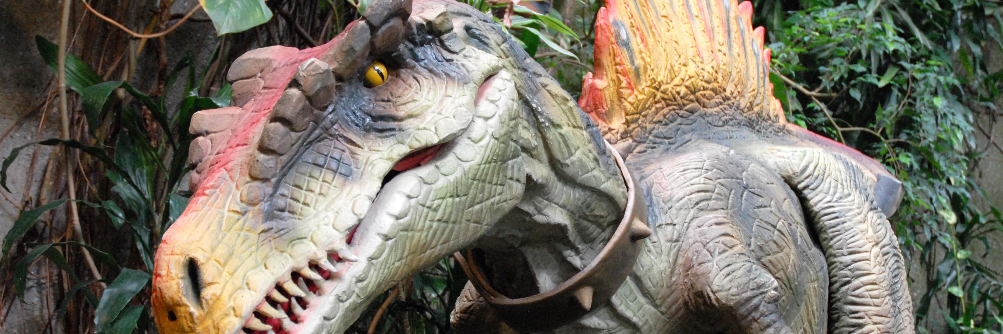 Dinosoriaid yn y Jyngl